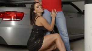 Totally wasted car sex Schnelle Autos machen jedes Girl schwach. Titus uns Liza gönnen sich nach einer heißen Feier einen ...