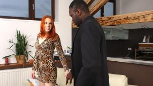 Mischel Russo und der schwarze Callboy Mischel ist eine Frau, die weiß was sie will und vor allem wie sie es bekommt. Sie ruft einfach ...