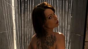 In der Dusche mit Caroline Unter der Dusche macht das Vögeln Spass! Reifere Frauen haben besonders auf junge Männer eine ...