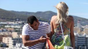 Notgeile Touristin auf Ibiza Im Urlaub fallen meist alle Hemmungen. Teena ist als Touristin in Ibiza-Stadt unterwegs und ...