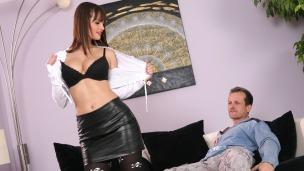 Rita, das Escortgirl George hatte noch nie ein Escortgirl, deshalb freut es ihn umso mehr, dass er die scharfe Rita ...