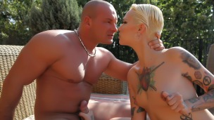 Scheidung mit Vorspiel Da können sich zwei nicht trennen. Silvia will die Scheidung sie hält den Aufreisser Lauro an ...